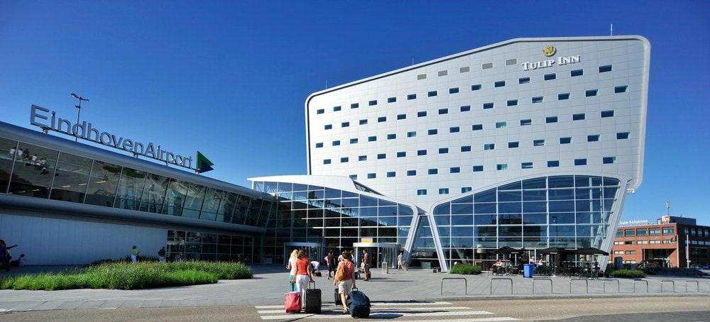 Parkeren bij Eindhoven Airport op loopafstand van de terminal