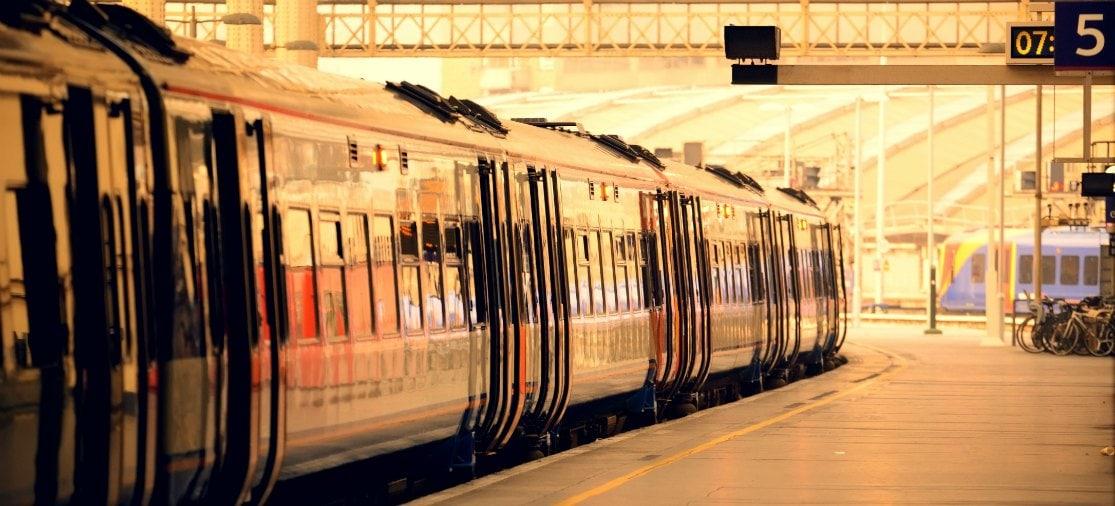 Met de trein van Gatwick Airport naar Londen-centrum