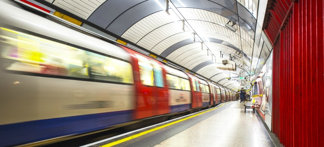 Om van Londen City Airport naar andere vliegvelden te reizen moet je vrijwel altijd een deel van het traject met de metro reizen