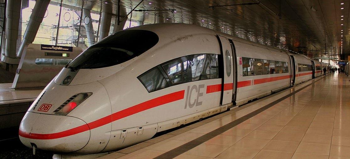 ICE-trein op Frankfurt Airport Fernbahnhof